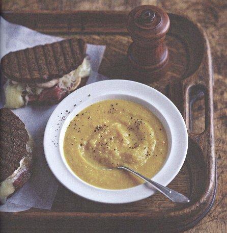 Náhled Polévka a sendvič - Skvělý pár pro lahodné jídlo