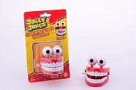 Legrační zuby s očima