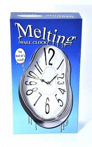 Stříbrné tekoucí hodiny na zeď