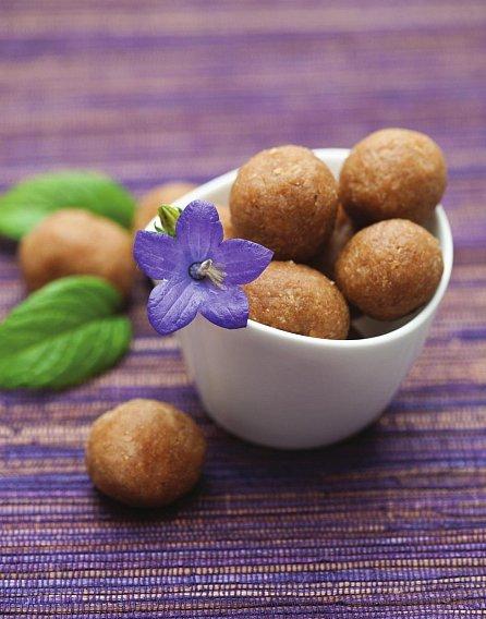 Náhled Sladkosti bez výčitek - Chutné a zdravé recepty bez mouky a bez cukru
