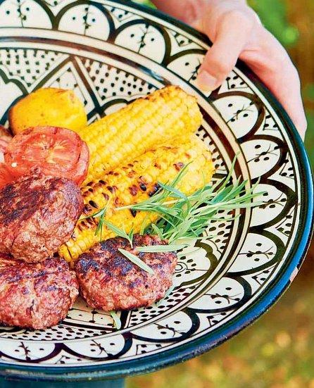 Náhled Grilujeme s přáteli - Maso, ryby, vegetariánská jídla, přílohy, saláty, omáčky a…ovoce!
